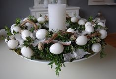 Paaskrans Christmas Decorations, Table Decorations, Photo Craft, Flower Tattoos, Easter Crafts, Floral Arrangements, Diy And Crafts, Goodies, Plant