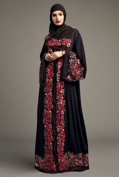 Dolce & Gabbana is quintessential fashion house become exclusive brand for Middle East Muslim gi Modest Fashion Hijab, Abaya Fashion, Fashion Outfits, Muslim Women Fashion, Islamic Fashion, Modest Wear, Modest Outfits, Orientation Outfit, Hijab Style