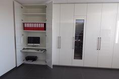 Ingebouwde wijnklimaatkast en bureau
