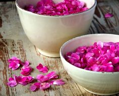 Know the healthy benefits of rose water