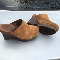 UGG LEATHER CLOGS MULES WEDGE SIZE 7 M PREOWNED WORN NEEDS CLEANING AND COSMETIC TOUCHUP AUTHENTIC UGG SHOES UGG Shoes Mules & Clogs