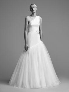 See Viktor&Rolf Wedding Dresses From Bridal Fashion Week Stunning Wedding Dresses, Classic Wedding Dress, Fall Wedding Dresses, Princess Wedding Dresses, Wedding Attire, Beautiful Gowns, Bridal Dresses, Dresses Short, Autumn Fashion 2018