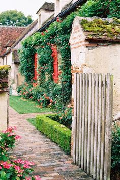 Vanessa Jackman: Weekend Life....La Borde Maison d'Hôtes, Burgundy, France. Charming.