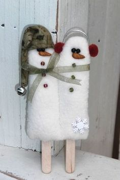 MINI PATTERN Twin Pops cutest snowman craft ever especially for twins make & decorate after Christmas to brighten up winter days Felt Christmas, Homemade Christmas, Christmas Snowman, Winter Christmas, Christmas Holidays, First Christmas Together Ornament, Snowman Crafts, Christmas Projects, Holiday Crafts