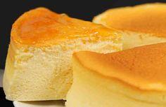 Una receta de pastel fácil de hacer siempre es bien recibida. Hoy os traemos un vídeo en el que podréis ver paso a paso lo fácil que es hacer este delicioso pastel. Se llama soufflé de pastel de queso y jamás había probado un bizcocho tan esponjoso y suave. Ingredientes: + 100g de que