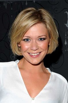 Alluring Bob Haircuts and Edgy Bob Hairstyles. When it comes to short hairstyles, the bob reigns as one of the hottest looks around. Next to the pixie, this style is one edgy look that will definitely. Bob Haircuts For Women, Short Bob Haircuts, Popular Haircuts, Oval Face Hairstyles, Layered Bob Hairstyles, Classic Hairstyles, 2015 Hairstyles, Blonde Hairstyles, Casual Hairstyles