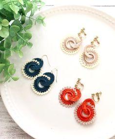 Crochet Earrings Pattern, Crochet Jewelry Patterns, Bead Crochet, Crochet Accessories, Crochet Doilies, Button Earrings, Diy Earrings, Earrings Handmade, Handmade Jewelry