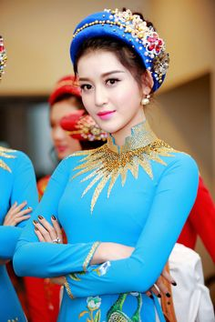 Hat girl summer outfit 31 ideas for 2019 Vietnamese Traditional Dress, Vietnamese Dress, Embroidery Fashion, Embroidery Dress, Girls Summer Outfits, Summer Girls, Beauty Full Girl, Outfits With Hats, Beautiful Asian Girls