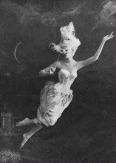 The Merry Widow Warners ad. Frances Pellegrini, 1960. S)