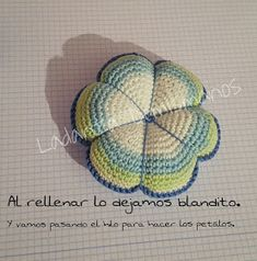 Ladanza Demismanos: EL ALFILETERO Crochet Home, Crochet Dolls, Pin Cushions, Crochet Flowers, Gifts, Crochet Pillow Covers, Key Hangers, Crochet Stitches, Knitting And Crocheting