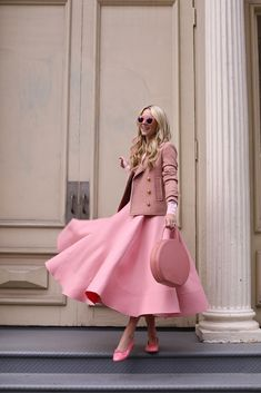 13 Pink Outfit That You Can Rock - Don't know how to put together a pink outfit that looks stylish and hot? Here are 13 pink outfit ideas that could help you. Pink Fashion, Modest Fashion, Fashion Models, Fashion Outfits, Womens Fashion, Fashion Trends, Romantic Style Fashion, Celebrities Fashion, Fashion Fashion