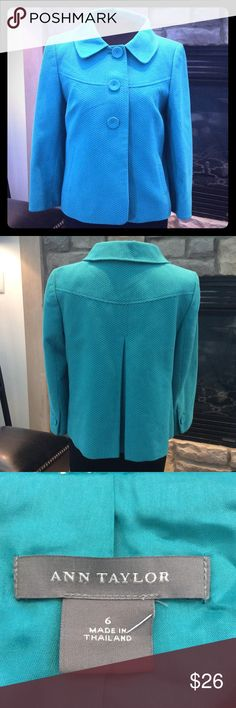 ANN TAYLOR COAT NICE COLLARED LONG SLEEVED COAT WITH TWO POCKETS IN FRONT AND COVERED BUTTONS IN FRONT AND ON SLEEVE. LINED GOOD CONDITION SIZE 6 Ann Taylor Jackets & Coats