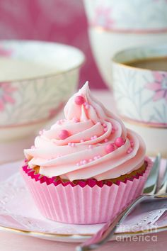No matter what you like to sprinkle on top of your cupcakes, we've provided a foolproof recipe to make sure your baked treats turn out perfectly, every time. Baby Girl Cupcakes, Pink Cupcakes, Baby Shower Cupcakes, Cute Cupcakes, Birthday Cupcakes, Cupcake Cookies, Cupcake Rosa, Rose Cupcake, Sweet Party