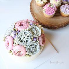 Intermediate Course Day 2: Blossom style flower cake Student Work_  #bloomingblossoms #flowercake #buttercream #koreanbuttercream #handmade #flowers #flowerstagram #cake #instacake #cupcakes #wilton #kingarthurflour #christmas #wedding #gift #birthday #bridalshower #onedayclass #studentwork #LA #LAbakingclass #LAflowercake #플라워케이크 #버터크림플라워케이크 #꽃 #꽃스타그램 #수강생작품 #엘에이 #LA플라워케이크 #엘에이플라워케이크