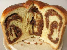 GUBANA o gubane in friulano, è un tipico dolce delle valli del Natisone (Udine) a base di pasta dolce lievitata, con un ripieno di noci, uvetta, pinoli, zucchero, grappa, scorza grattugiata di limone, dalla forma a chiocciola, del diametro di circa 20 cm, cotto al forno. Tradizionalmente si prepara in periodi di grande festa o in occasioni particolari,oggi è facile trovarlo nei ristoranti tipici friulani #RicetteTipiche #FoodBlogger #CarnevaliLuigi https://twitter.com/luigicarnevali