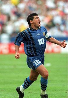 Football Icon, Retro Football, World Football, School Football, Fifa, Soccer Skills, Soccer Tips, Champions League, Diego Armando