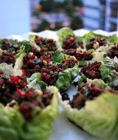 Chilillä maustetut naudanliha-salaattiwrapit | Kulinaari Takana, Gordon Ramsay, Sprouts, Chili, Cabbage, Vegetables, Food, Chile, Essen