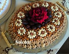Dry fruits Dry Fruit Tray, Dried Fruit, Fruit Decorations, Food Decoration, Fruit Presentation, Fruit Crafts, Diy Food Gifts, Wedding Plates, Chocolate Bouquet