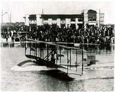 St. Petersburg-Tampa Airboat Line Benoist Type XIV on the water in Tampa Bay, FL on January 1, 1914.  Source: Smithsonian National Air and Space Museum Archives