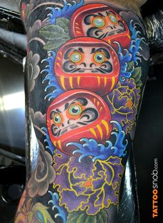 What does daruma doll tattoo mean? We have daruma doll tattoo ideas, designs, symbolism and we explain the meaning behind the tattoo. Irezumi Tattoos, Leg Tattoos, Body Art Tattoos, Tattoos For Guys, Asian Flower Tattoo, Pez Koi Tattoo, Daruma Doll Tattoo, Tattoo Samurai, Body Image Art