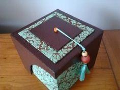 voici la boite découpe dans carton 2 mm corps: - base carrée de 12 cm de coté - 2 petits côtés de 12 x12 ...