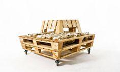 Re-Stacked Pallet Lounger by John van Huenen, Andrew Wilkie, Stephanie Ward, Ursula Davy, & Hannah Hutchinson » Yanko Design