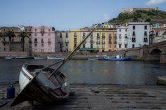 #bosa #sardegna #borgo #barca #paesaggio #fiume #colori