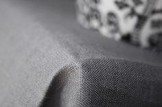Was jeder Haushalt haben muss, ist eine elegante schicke graue Qualitätstischdecke aus Leinen mit Hohlsaum. Diese Luxus Leinentischdecke ist für den täglichen Gebrauch oder und für...