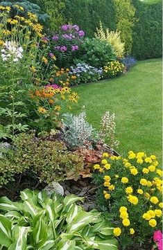 Flower Bed Ideas in front of House_39