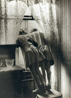 #friendship Girls looking out of a window, Stepney, February 1939 - Bill Brandt