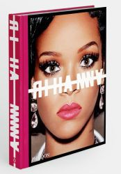 Rihanna invites you into her world with this stunning visual autobiography. Date, 2010s Fashion, Scene Photo, Girl Photography Poses, Kate Moss, New Image, Business Women, Books, Bags