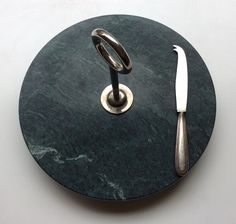 juuston tarjoiluvati . vihreää marmoria . halkaisija 29cm
