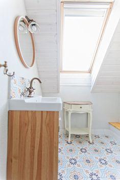 baraka cement tiles , lovasbereny Bathroom Flooring, Kitchen Flooring, Wall Tiles, Cement Tiles, Farmhouse Flooring, Black And White Tiles, Marrakesh, Tile Floor, Interior Design