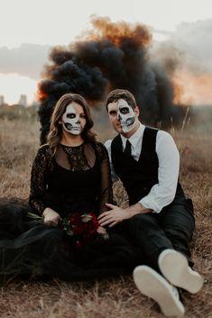 Spooky Halloween Costumes, Theme Halloween, Halloween Fashion, Halloween Pictures, Couple Halloween, Halloween Makeup, Halloween Photo Shoots, Halloween Forum, Maquillaje Halloween