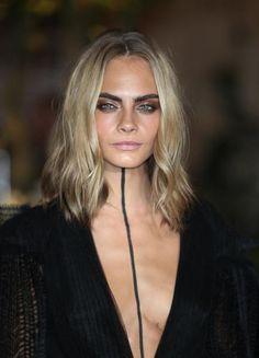 Il makeup sfoggiato alla sfilata di Burberry ha scatenato l'interesse dei social