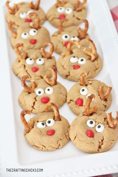 Peanut Butter Reindeer Cookies for the Holiday Season! Make these with your little ones to take to a cookie exchange party! Cute Christmas Cookies, Reindeer Cookies, Fun Cookies, Christmas Goodies, Christmas Desserts, Holiday Treats, Holiday Recipes, Christmas Recipes, Family Recipes