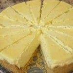 Bugünkü kek tarifi sitemizde sizler için lezzetli limonlu cheesecake tarifi hazırladık. Limonun bir o kadar tatlı kokusu cheesecake kek de ikisi farklı ve lezzetli bir tat bıraktı. Mutlaka önerebileceğim tariflerin başında limonlu cheesecake kek tarifi gelmektedir. Ayrıca misafirlerinize de ikram edebileceğiniz farklı bir türde kolay kek tarifi. Cheesecake kek tarifi için malzemeler aşağıdadır. Afiyet olsun... Lezzetli cheesecake tarifi malzemer • 2 paket burçak bisküvi • 120 gr. bardak toz…