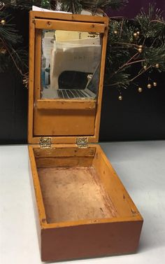 www.M37Auction.com: Antique Shave Kit and Mirror