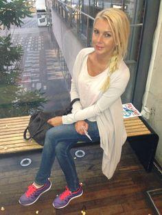 Love the shoes - Hannah Graaf