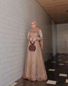 Inspirasi outfit kondangan – N&D Hijab Prom Dress, Dress Brukat, Hijab Evening Dress, Batik Dress, Dress Outfits, Bridesmaid Dress, Fashion Dresses, Dress Muslim Modern, Kebaya Modern Dress