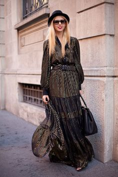 STREET STYLE SPRING 2013: MILAN FW - A glam retro moment from Milan.