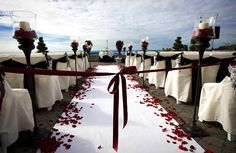 Beach themes don't always have to be decorated brightly. Check out this ceremony using black and red #dark #decor #wedding