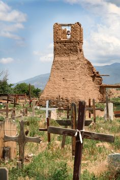 Pueblo de Taos, New Mexico- It was wonderful strolling around and visiting with the Native Artists. Travel New Mexico, Taos New Mexico, New Mexico Usa, Santa Fe, Route 66, Old Cemeteries, Graveyards, Bolivia, New Mexican