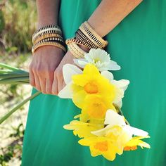 A little taste of spring on this dreary winter night #nantucketbracelets #daffodils #ack #preppy #capecod #newengland #wedding #beachwedding #armparty #handmadejewelry #nantucket