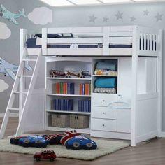 Dachgeschoss Kinderzimmer mit Teppich und Hochbett aus Holz