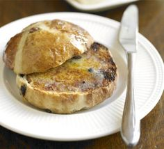 Easy hot cross buns - Recipe by Sara Buenfeld Cross Buns Recipe, Bun Recipe, Vegan Hot Cross Buns, Bbc Good Food Recipes, Cooking Recipes, English Food, Tray Bakes, Sweet Treats, Favorite Recipes