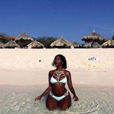 The 50 Best Black Travel Moments Of The Year - Essence Source by black women Black Girl Beach, Beach Girls, Beautiful Dark Skinned Women, Beautiful Black Girl, Beautiful Women, Mode Du Bikini, Femmes Les Plus Sexy, Beach Poses, Black Girl Aesthetic