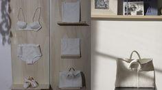 Plasticienne et créatrice de bijoux, Violaine Ulmer inventorie les pièces iconiques du vestiaire féminin en version porcelaine. Magie blanche.