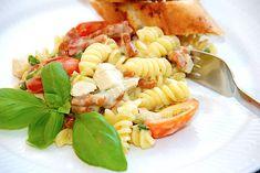 One pot pasta med kylling i cremet sauce på 15 min. via @madensverden One Pot Pasta, Dessert Recipes, Desserts, Italian Recipes, Spaghetti, Easy Meals, Food And Drink, Healthy Recipes, Healthy Food