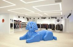 Mark Gonzales sculpture for the new Supreme store in Tokyo Supreme Store, Tokyo Shopping, Brick And Mortar, Retail Interior, Business Inspiration, Shop Interiors, Aesthetic Fashion, Retail Design, Store Design